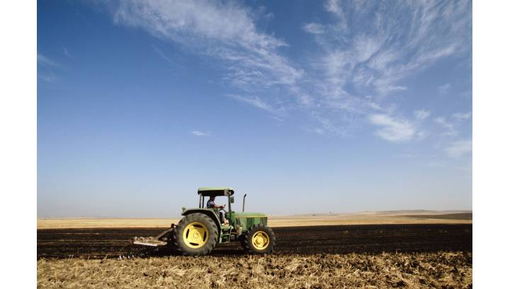Jakie jest obowiązkowe wyposażenie ciągnika rolniczego?